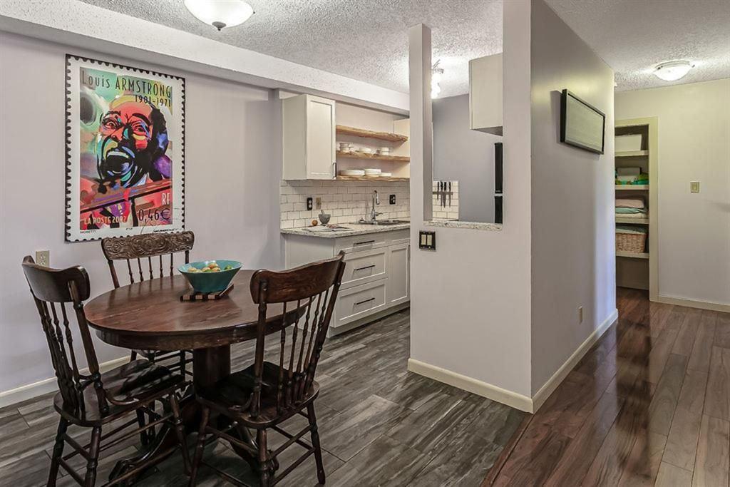Main Photo: 6400 Coach Hill  Road in Calgary: Coach Hill Apartment for sale : MLS®# A1051794