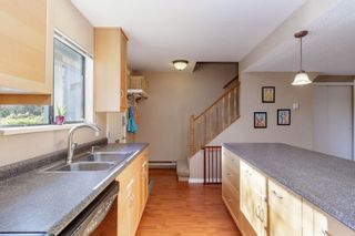 """Photo 5: 905 BRITTON Drive in Port Moody: North Shore Pt Moody Townhouse for sale in """"WOODSIDE VILLAGE"""" : MLS®# R2457346"""