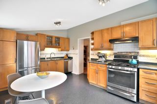 Photo 9: 1 Delaney Crescent in Toronto: Little Portugal House (2-Storey) for sale (Toronto C01)  : MLS®# C4312755