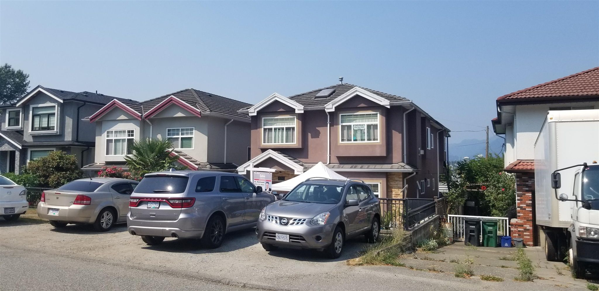 Photo 4: Photos: 3787 MANOR Street in Burnaby: Central BN House for sale (Burnaby North)  : MLS®# R2590116