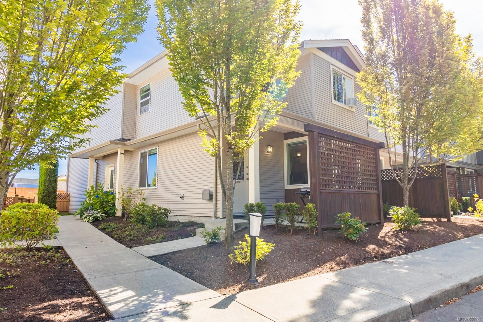 Main Photo: 102 2153 Ridgemont Pl in Nanaimo: Na Diver Lake Row/Townhouse for sale : MLS®# 886321