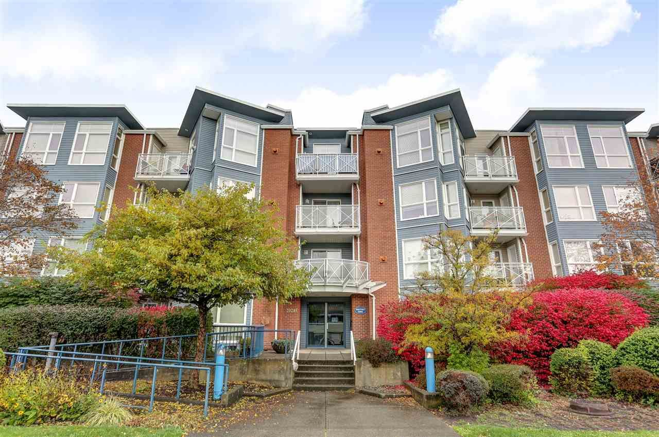 """Main Photo: 109 20245 53 Avenue in Langley: Langley City Condo for sale in """"Metro 1"""" : MLS®# R2119043"""
