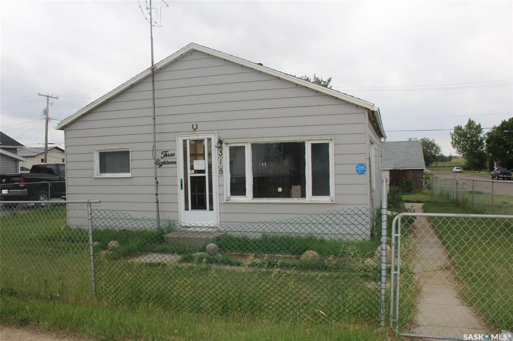 Main Photo: 318 Carbon Avenue in Bienfait: Residential for sale : MLS®# SK815091