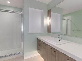 """Photo 12: 27 6450 187 Street in Surrey: Cloverdale BC Townhouse for sale in """"Hillcrest"""" (Cloverdale)  : MLS®# R2421299"""
