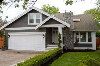 Photo 1: 14490 16A Avenue in South Surrey: Home for sale : MLS®# F1015769