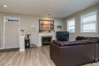 "Photo 2: 3 18087 70 Avenue in Surrey: Cloverdale BC Townhouse for sale in ""PROVINCETON"" (Cloverdale)  : MLS®# R2210473"