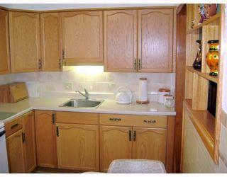 Photo 3: 631 MARTIN Avenue East in WINNIPEG: East Kildonan Residential for sale (North East Winnipeg)  : MLS®# 2914073