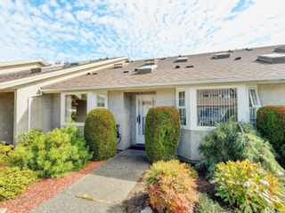 Photo 1: 45 2600 Ferguson Rd in : CS Turgoose Row/Townhouse for sale (Central Saanich)  : MLS®# 886904