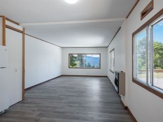 """Photo 9: 7 12248 SUNSHINE COAST Highway in Madeira Park: Pender Harbour Egmont Manufactured Home for sale in """"SEVEN ISLES"""" (Sunshine Coast)  : MLS®# R2604086"""