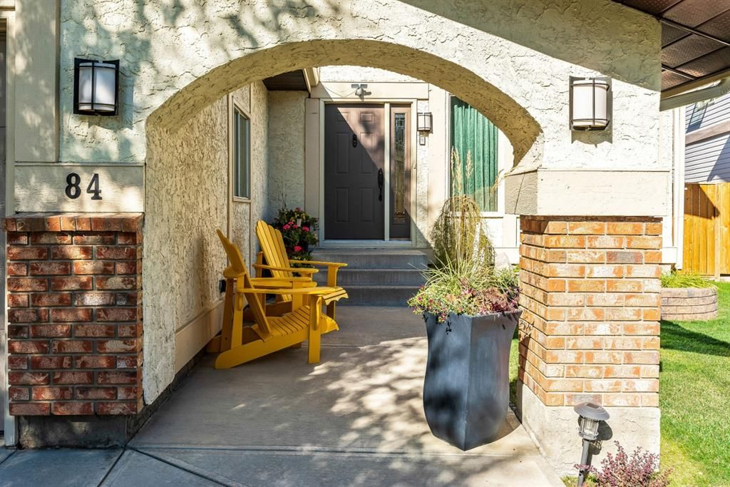 Photo 3: Photos: 84 WOODBROOK Close SW in Calgary: Woodbine Detached for sale : MLS®# A1037845