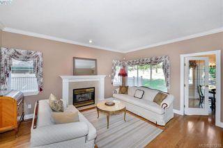 Photo 2: 100 530 Marsett Pl in VICTORIA: SW Royal Oak Row/Townhouse for sale (Saanich West)  : MLS®# 766034