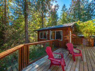 """Photo 13: 13702 CAMP BURLEY Road in Garden Bay: Pender Harbour Egmont House for sale in """"Mixal Lake"""" (Sunshine Coast)  : MLS®# R2485235"""