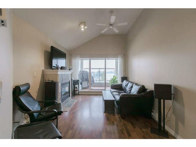 """Main Photo: 409 155 E 3RD Street in North Vancouver: Lower Lonsdale Condo for sale in """"THE SOLANO"""" : MLS®# V1143271"""