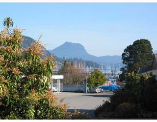 """Photo 2: 20 699 DOUGALL Road in Gibsons: Gibsons & Area Townhouse for sale in """"MARINA PLACE"""" (Sunshine Coast)  : MLS®# V656190"""