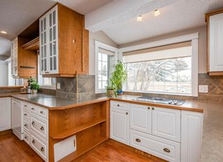 Photo 10: 704 Willingdon Boulevard SE in Calgary: Willow Park Detached for sale : MLS®# A1070574