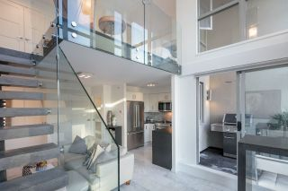 """Photo 3: 1206 1238 RICHARDS Street in Vancouver: Yaletown Condo for sale in """"METROPOLIS"""" (Vancouver West)  : MLS®# R2187337"""