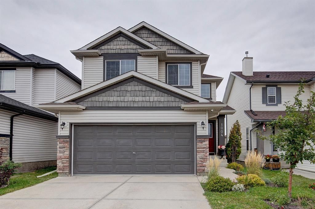Main Photo: 1004 Everridge Drive SW in Calgary: Evergreen Detached for sale : MLS®# A1149447