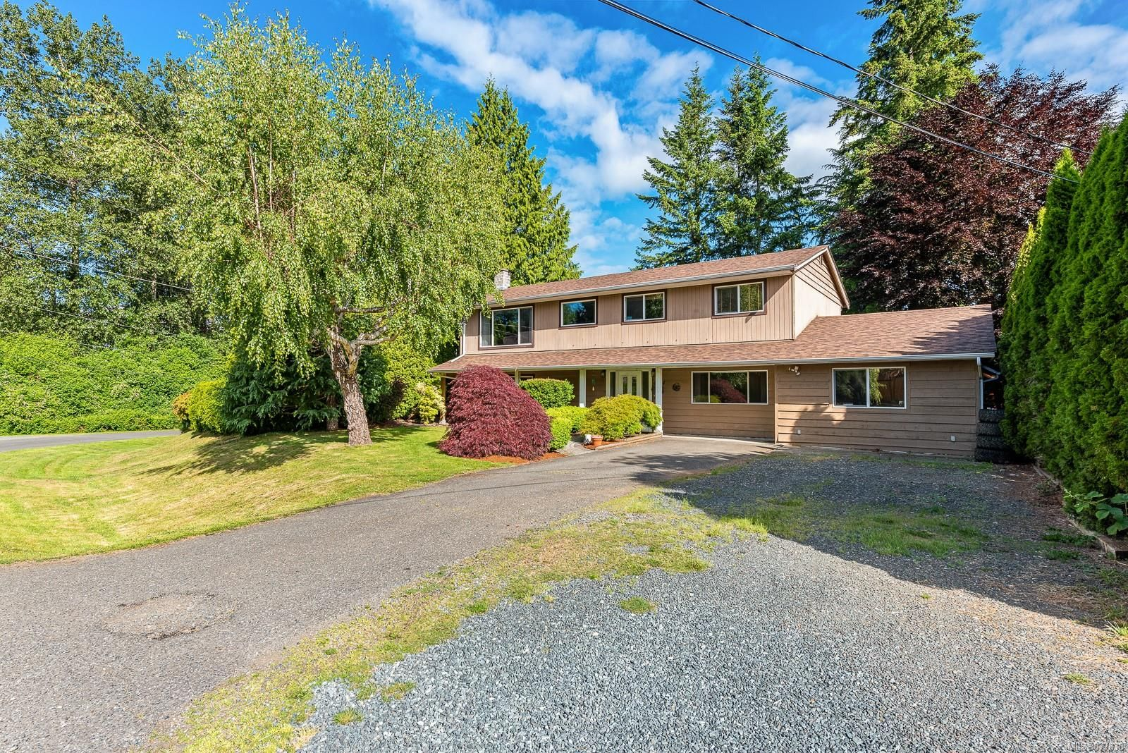 Main Photo: 4974 Adrian Rd in : CV Courtenay North House for sale (Comox Valley)  : MLS®# 877838