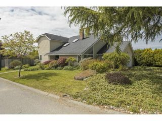"""Photo 2: 14350 17 Avenue in Surrey: Sunnyside Park Surrey House for sale in """"Ocean Bluff"""" (South Surrey White Rock)  : MLS®# R2581367"""