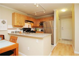 """Photo 5: 110 2181 W 10TH Avenue in Vancouver: Kitsilano Condo for sale in """"THE TENTH AVE"""" (Vancouver West)  : MLS®# V844401"""