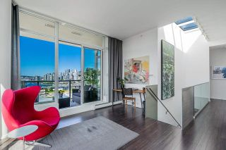 """Photo 22: 1702 1708 COLUMBIA Street in Vancouver: Mount Pleasant VW Condo for sale in """"Wall Centre False Creek"""" (Vancouver West)  : MLS®# R2580995"""