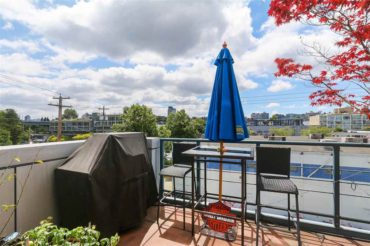 """Photo 13: Photos: 301 1630 W 1ST Avenue in Vancouver: False Creek Condo for sale in """"THE GALLERIA"""" (Vancouver West)  : MLS®# R2383041"""