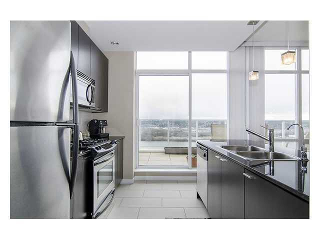 Main Photo: PH5 39 SIXTH STREET in : Downtown NW Residential Attached for sale : MLS®# V993152