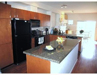 Photo 3: 124 935 EWEN Avenue in NEW WESTMINSTER: Queensborough Townhouse for sale (New Westminster)  : MLS®# V779286