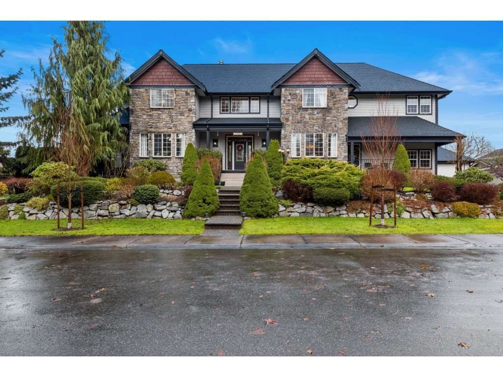 Main Photo: 22015 44 Avenue in Langley: Murrayville House for sale : MLS®# R2540238