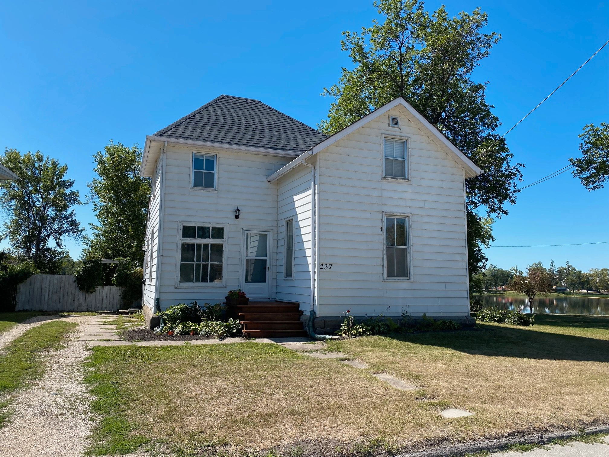 Main Photo: 237 Portage Ave in Portage la Prairie: House for sale : MLS®# 202120515