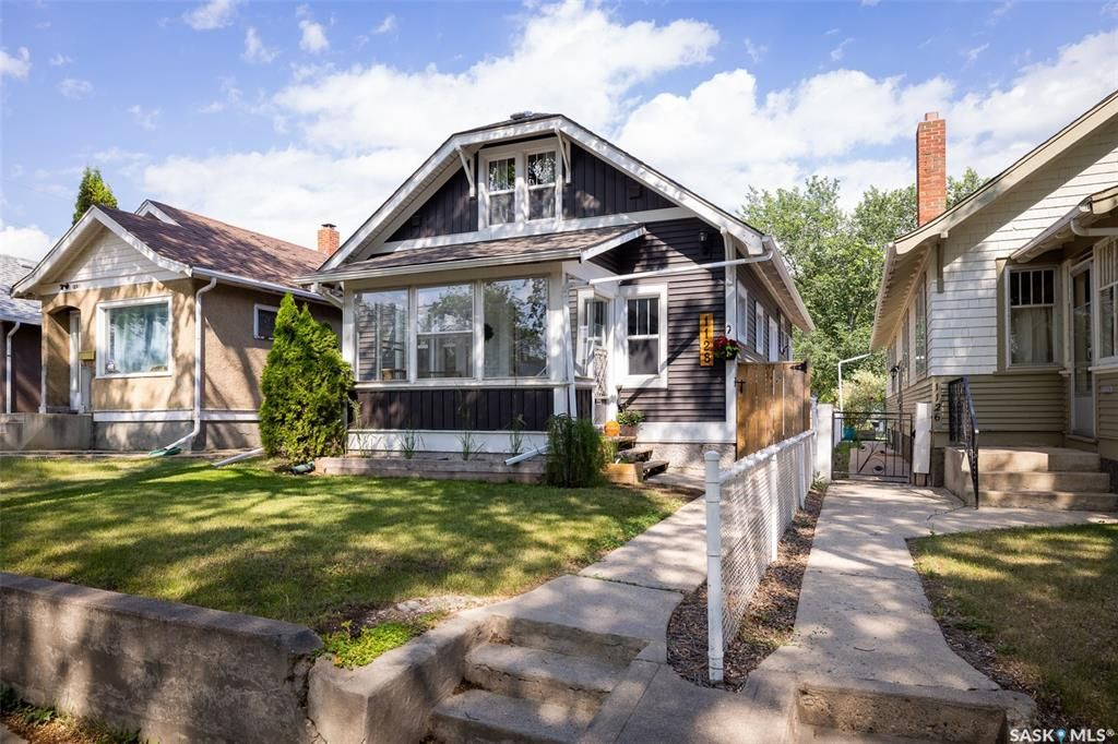 Main Photo: 1128 B Avenue North in Saskatoon: Caswell Hill Residential for sale : MLS®# SK863262