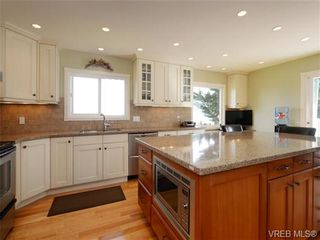 Photo 4: 7985 See Sea Pl in SAANICHTON: CS Saanichton House for sale (Central Saanich)  : MLS®# 727017