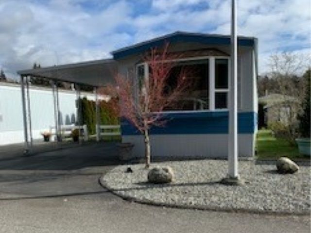 """Main Photo: 67 2270 196 Street in Langley: Brookswood Langley Manufactured Home for sale in """"Pine Ridge Manufactured Home Park"""" : MLS®# R2548008"""