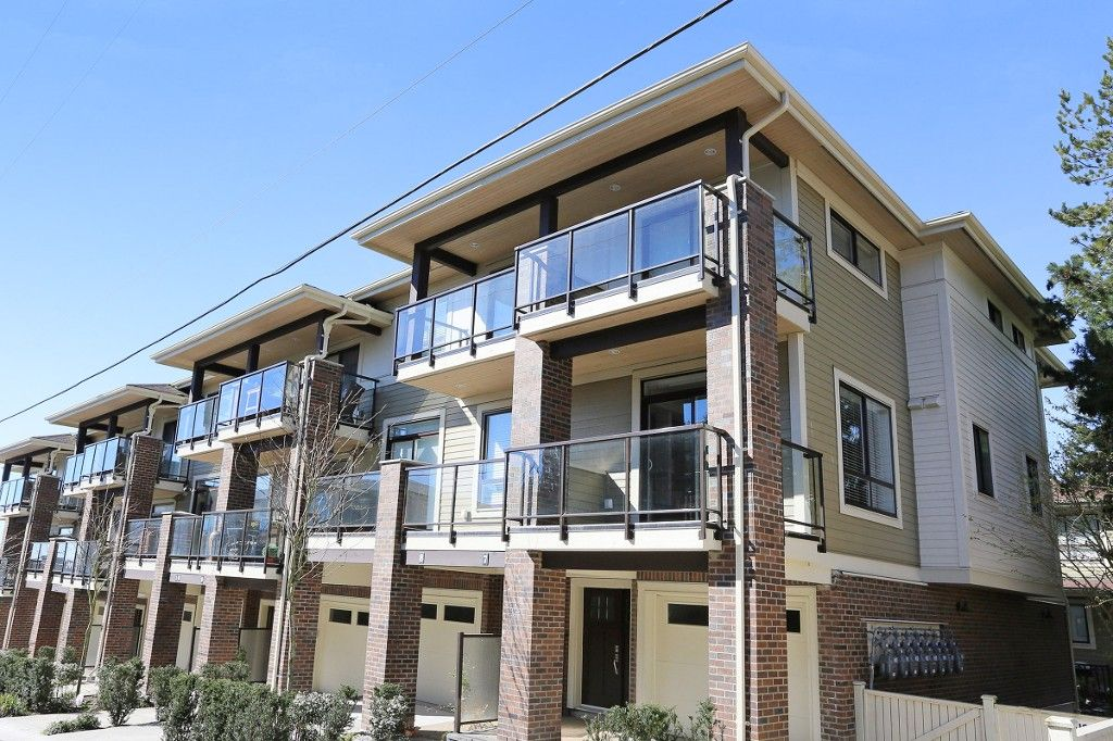 """Main Photo: 7 1338 FOSTER Street: White Rock Townhouse for sale in """"EARLS COURT"""" (South Surrey White Rock)  : MLS®# R2051150"""