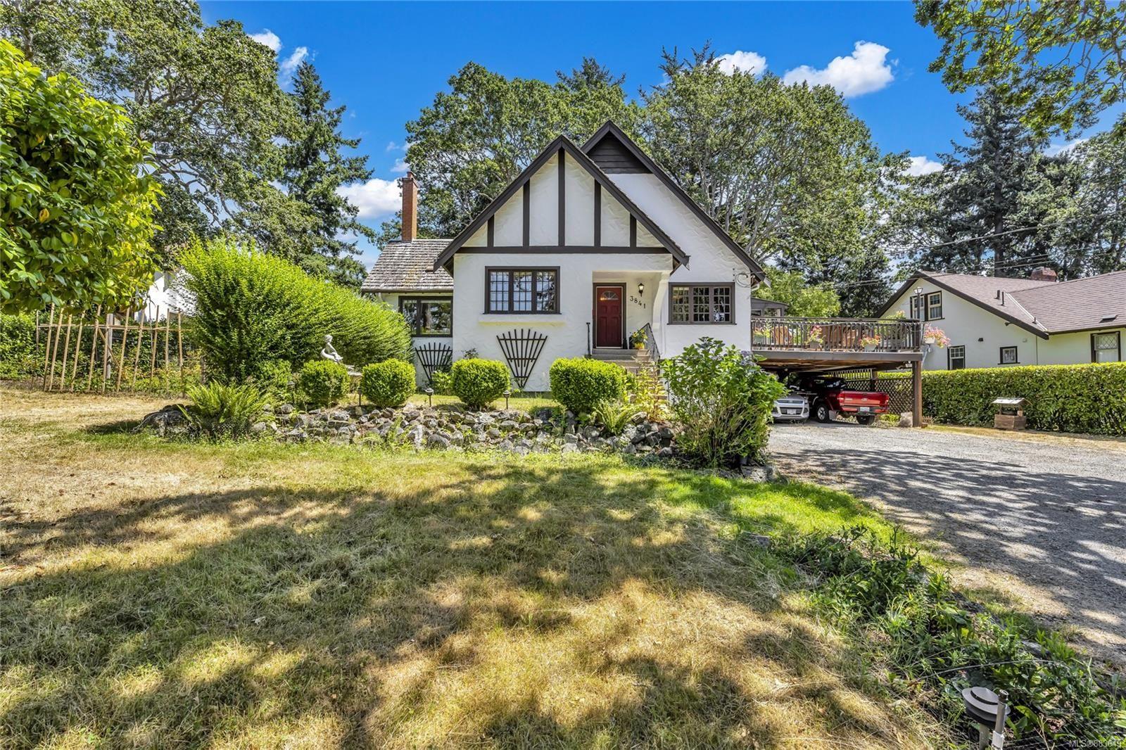 Main Photo: 3841 Blenkinsop Rd in : SE Blenkinsop House for sale (Saanich East)  : MLS®# 883649