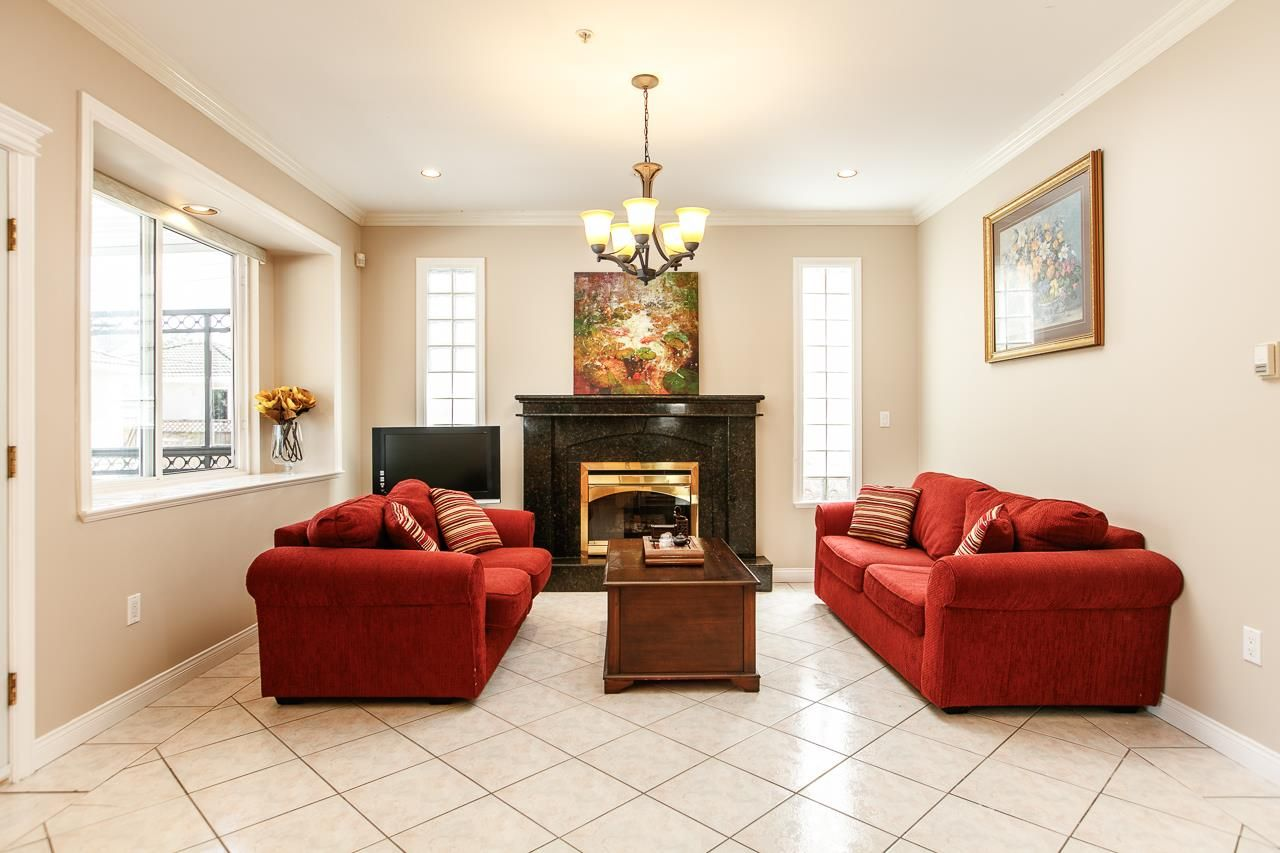 Photo 7: Photos: 6228 DOMAN Street in Vancouver: Killarney VE House for sale (Vancouver East)  : MLS®# R2186652