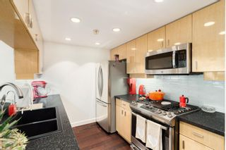 """Photo 9: 202 1033 MARINASIDE Crescent in Vancouver: Yaletown Condo for sale in """"QUAYWEST"""" (Vancouver West)  : MLS®# R2623495"""