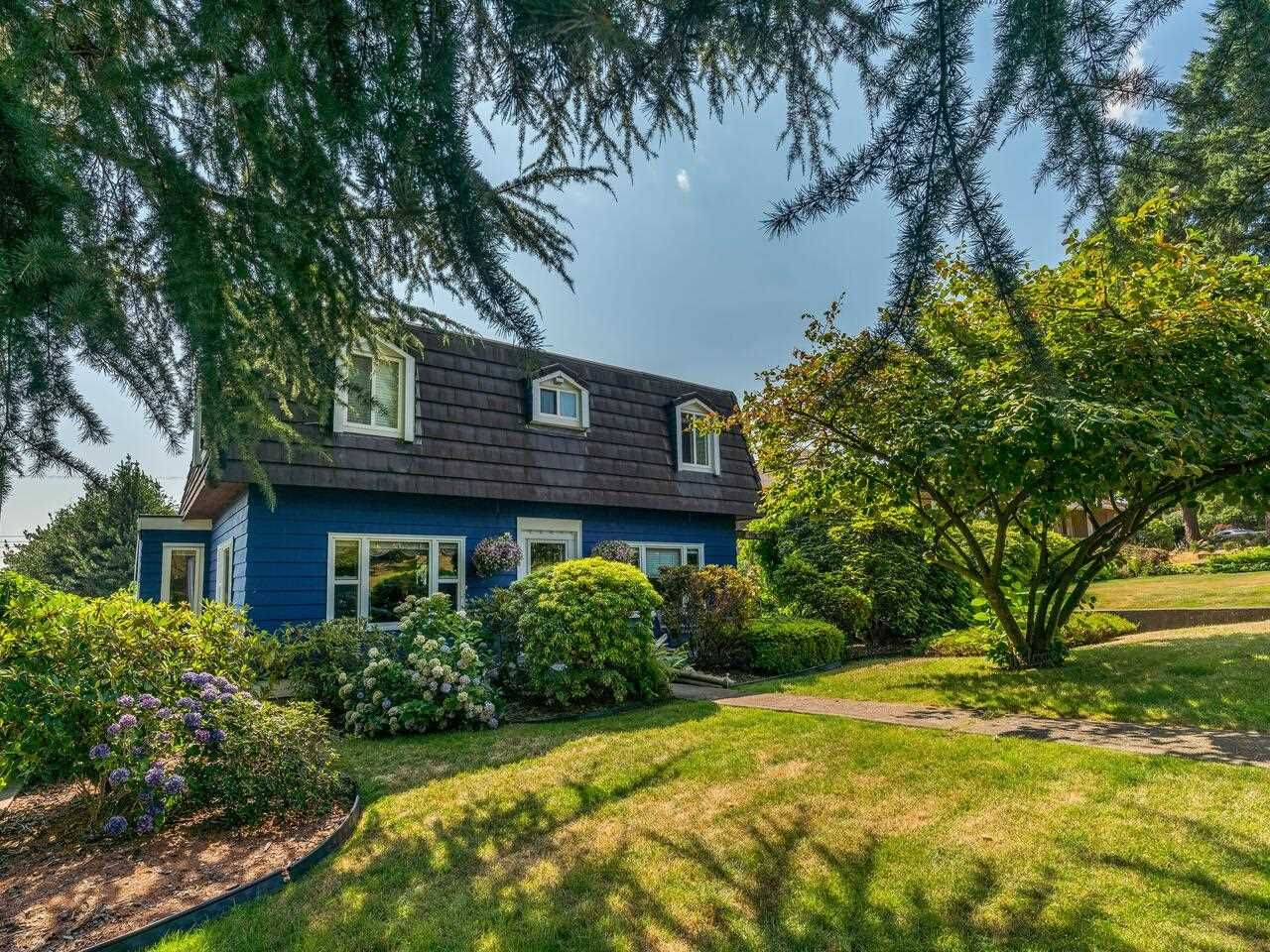 Main Photo: 330 CARNEGIE Street in New Westminster: The Heights NW House for sale : MLS®# R2607420