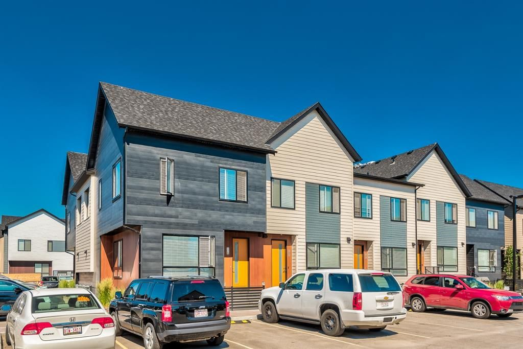 Photo 1: Photos: 125 Redstone Crescent NE in Calgary: Redstone Row/Townhouse for sale : MLS®# A1124721