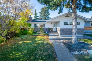 Photo 1: 1 Manor Road SW in Calgary: Meadowlark Park Detached for sale : MLS®# A1150982