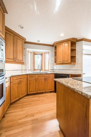 Photo 8: 219 SIGNAL HILL Point SW in Calgary: Signal Hill Detached for sale : MLS®# A1071289