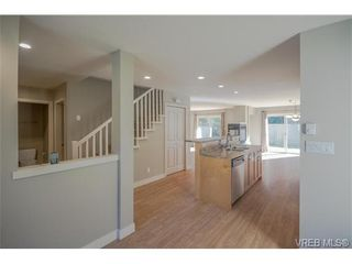 Photo 3: 3229 Ernhill Pl in VICTORIA: La Walfred Row/Townhouse for sale (Langford)  : MLS®# 713582