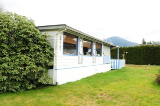"""Photo 2: 29 39768 GOVERNMENT Road in Squamish: Northyards Manufactured Home for sale in """"THREE RIVERS"""" : MLS®# R2051629"""
