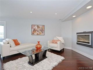 Photo 2: 800 Summerwood Pl in VICTORIA: SE Broadmead House for sale (Saanich East)  : MLS®# 695460