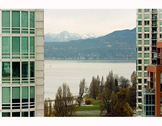 """Photo 9: PH1 1500 HOWE Street in Vancouver: False Creek North Condo for sale in """"DISCOVERY"""" (Vancouver West)  : MLS®# V677666"""