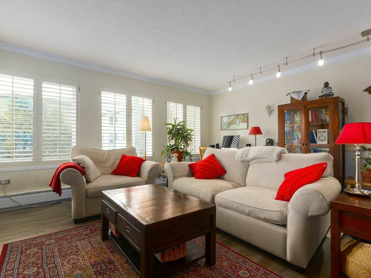 """Main Photo: 103 222 N TEMPLETON Drive in Vancouver: Hastings Condo for sale in """"CAMBRIDGE COURT"""" (Vancouver East)  : MLS®# R2383049"""