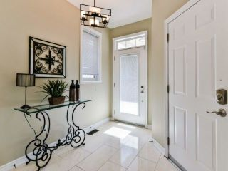 Photo 2: 2461 Felhaber Cres in Oakville: Iroquois Ridge North Freehold for sale : MLS®# W4071981