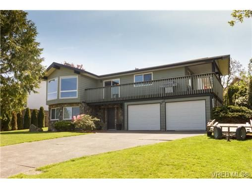 Main Photo: 4261 Thornhill Cres in VICTORIA: SE Lambrick Park House for sale (Saanich East)  : MLS®# 728863