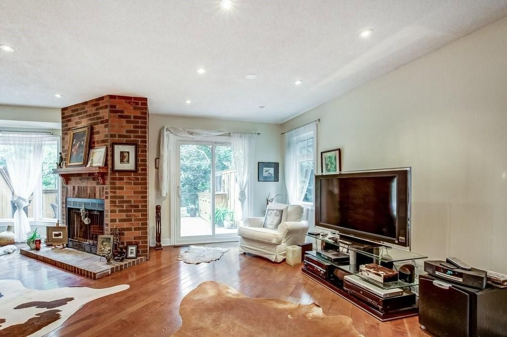Photo 9: Photos: 23 HARBOUR Drive in Stoney Creek: Residential for sale : MLS®# H4086318