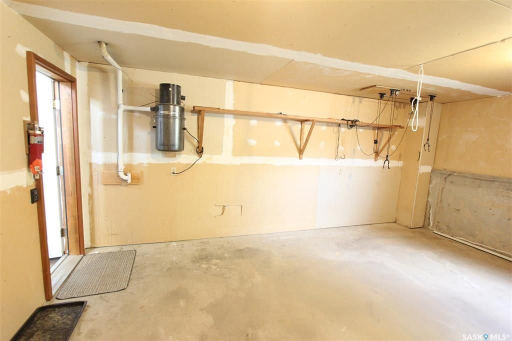 Photo 31: Photos: 233 Lorne Street West in Swift Current: North West Residential for sale : MLS®# SK825782
